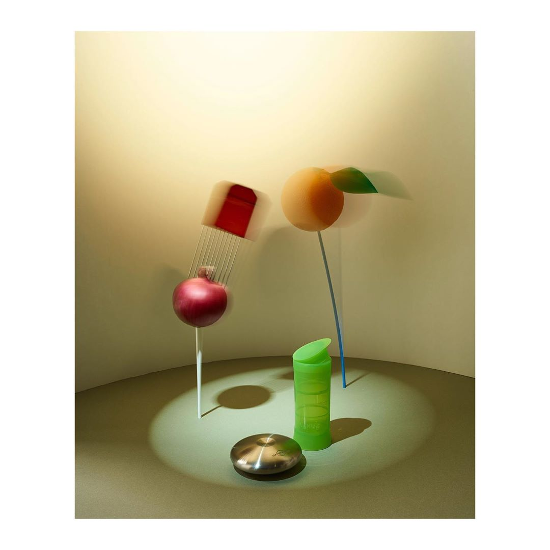 Gadets....#editorial #gadgets #kitchen #helpers #allyouneed #onion #slicer #open #stilllifephotography #stilllife #photography #setdesign #styling #colors #food #foodphotography #macgyver #product #productphotography #shoot #food #foodphotography