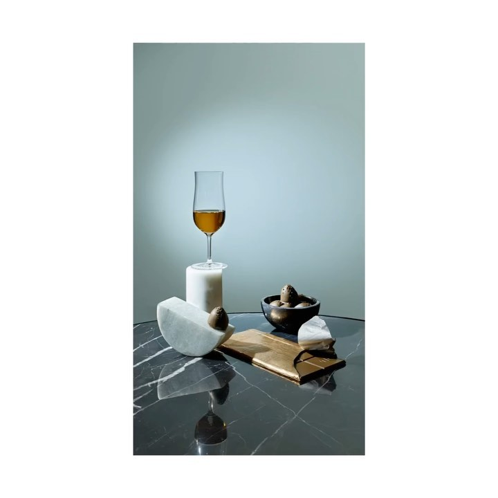 Up'N'Down @kadeweofficial ....#food #kadewe #setdesign #styling @juliazirpel #drinks #foodphotography #champagne #scotch #portwine #rum #chocolate #sweets #fruits #strawberry #lemon #color #colorphotography #stilllife #stilllifephotographer #gif #aftereffects #movingstill #move #animation #stopmotion #largefotmat @linhof_munich #print #paper #editorial #editorialdesign @axellauer